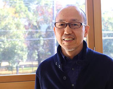 チャイルド・コミュニケーション・デザイン・プロジェクト(CCD)ディレクターの平井亙さん。アートを通じて子どもと親、社会をつなげる試みを行っている。